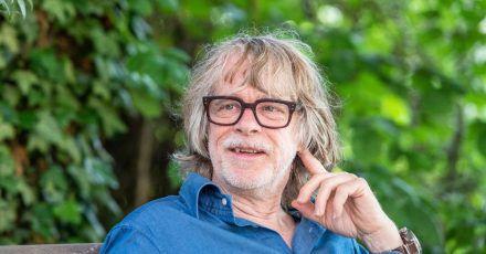 Helge Schneider hat wenig Interesse an den Themen, die im Netz kursieren.