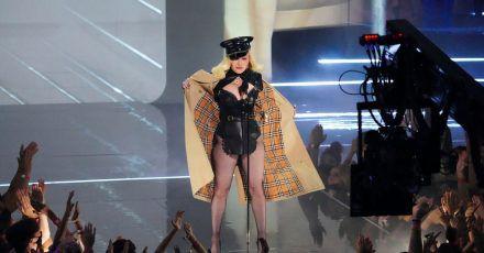 Madonna erscheint bei den MTV Video Music Awards im Barclays Center