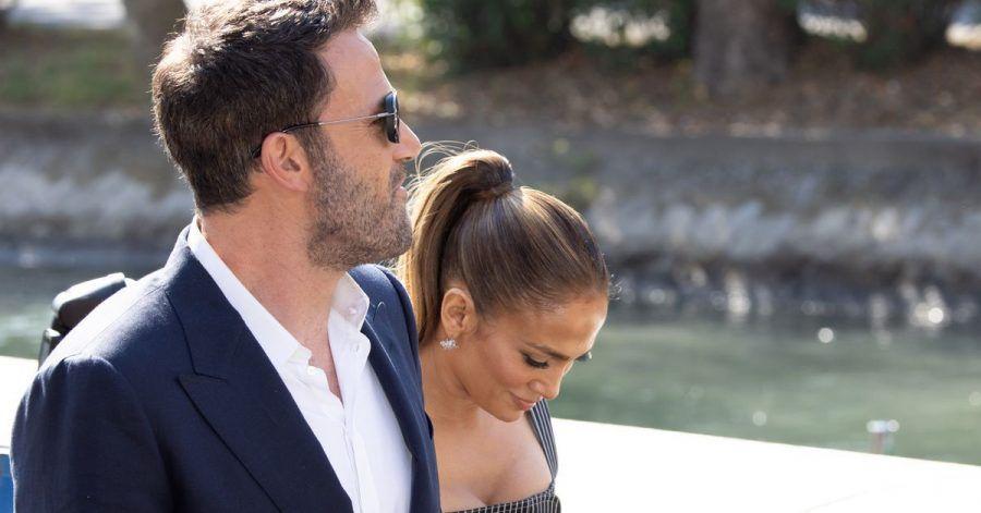 Es ist ihr erster gemeinsamer großer Auftritt nach dem Liebes-Comeback. Hier spazieren Ben Affleck und JLo durch Venedig.