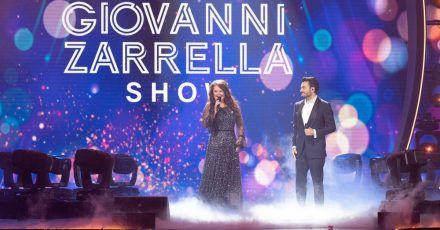 """Die britische Sopranistin Sarah Brightman und der Sänger Giovanni Zarrella stehen in der """"Giovanni Zarrella Show"""" gemeinsam auf der Bühne."""