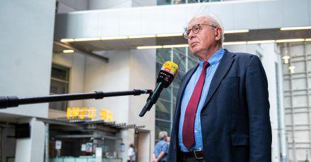 Kläger-Rechtsanwalt Elmar Giemulla in der Lobby des Oberlandesgerichtes.