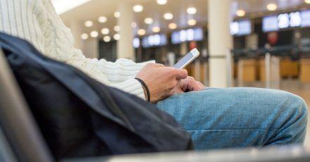 Wo es welche Flughafen-WLAN-Netze gibt und wie deren Passwörter lauten, das verrät eine Karte, die der Reiseblog «Foxnomad.com» veröffentlicht hat.