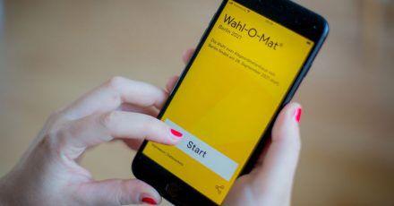 Den Wahl-O-Mat gibt es auch als App - er will Wählerinnen und Wählern die Programme der Parteien näherbringen.