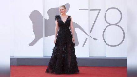 Kirsten Dunst im Gothic-Look bei den Filmfestspielen in Venedig. (dr/spot)