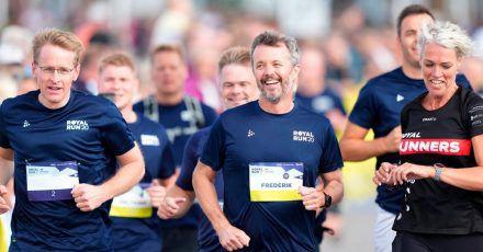 Dänemarks Kronprinz Frederik (M) und Schleswig-Holsteins Ministerpräsident Daniel Günther (l) beim Royal Run.