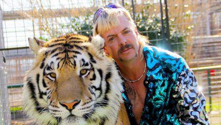 Joe Exotic und seine Großkatze. (smi/spot)