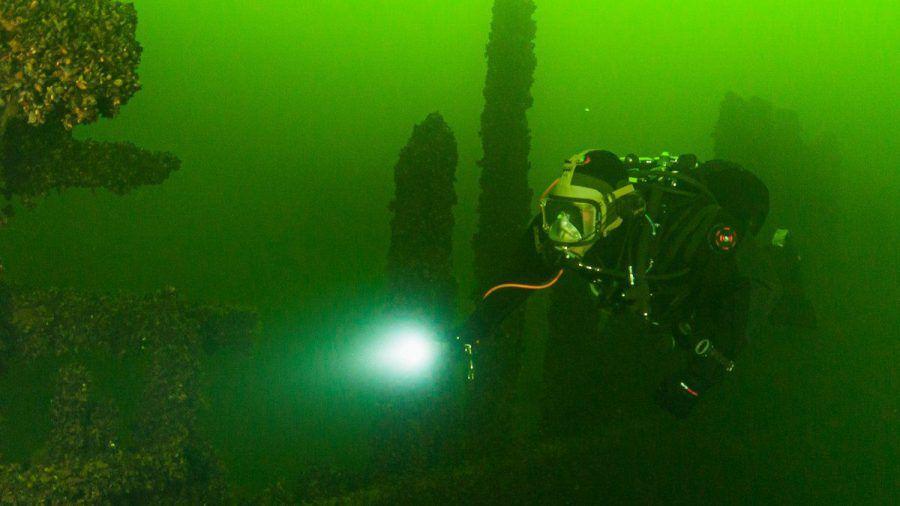 Im grünen Wasser der Ostsee warten versunkene Schiffe auf Taucher. (sob/spot)