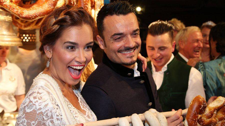 Jana Ina und Giovanni Zarrella sowie Andreas Gabalier mischten sich im Jahr 2017 unter die Gäste bei der legendären Weißwurst-Party (ili/spot)