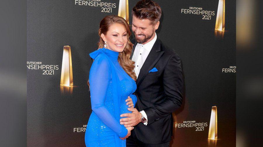 Ehepaar Schölermann beim Deutschen Fernsehpreis 2021. (jom/spot)