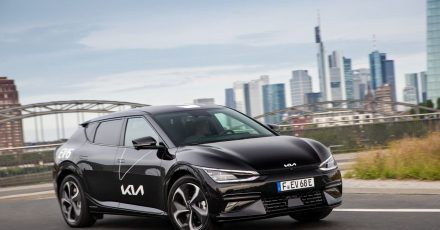 800 Volt, viel Platz und clevere Extras: Mit dem EV6 macht Kia der elektrischen Mittelklasse Konkurrenz.