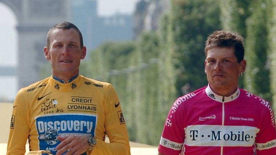 Lance Armstrong (l.) und Jan Ullrich lieferten sich bei der Tour de France regelmäßig ein Kopf-an-Kopf-Rennen. (aha/spot)