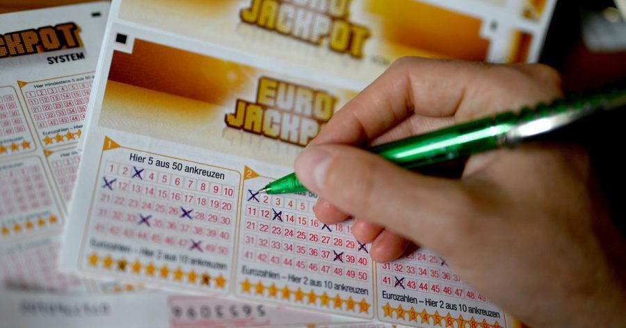 Ein Eurojackpot-Lotterieschein aus.