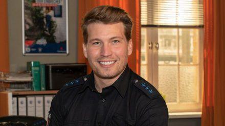 """Raúl Richter als Polizeiobermeister Nick Brandt in """"Notruf Hafenkante"""".  (amw/spot)"""