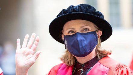 Hillary Clinton während der Zeremonie an der Oxford-Universität. (dr/spot)