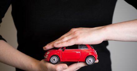Rundum gut geschützt: Während die Kfz-Haftpflicht für alle Autohalter obligatorisch ist, sind Teil- und Vollkaskoversicherung freiwillig. Wichtig für die Beitragsbemessung aller drei Arten ist die Typklasse.
