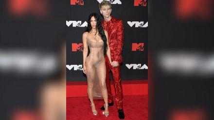 Megan Fox mit Machine Gun Kelly bei den MTV VMAs 2021 (jom/spot)