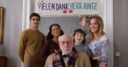 Die gute Laune von Trixie Kuntze (Alwara Höfels) und ihren Kindern ist für Olaf Hintz (Dieter Hallervorden) nicht wirklich ansteckend.