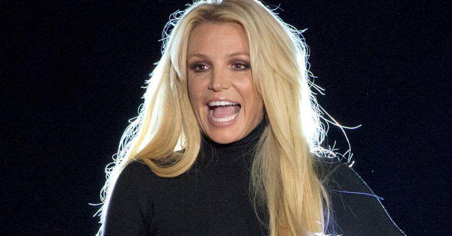 Britney Spears steht auf der Bühne vom Park MGM Hotel-Casino.