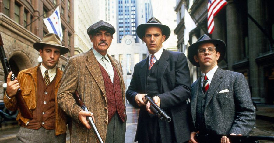 Mit schwerem Geschütz wollen «Die Unbestechlichen» - George Stone (Andy Garcia, l-r), Jim Malone (Jean Connery), Eliot Ness (Kevin Costner) und Oscar Wallace (Charles Martin Smith) - dem Mafiaboss Al Capone das Handwerk legen.