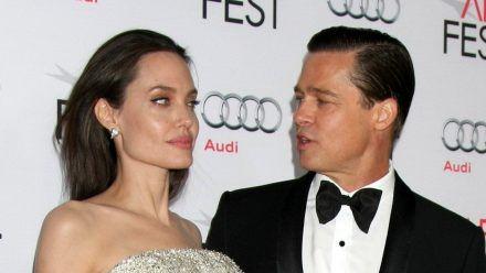Angelina Jolie und Brad Pitt streiten noch immer erbittert vor Gericht. (stk/spot)