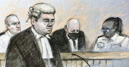 Diese Skizze zeigt den Angeklagten im Gerichtssaal. Dem geständigen Mörder der Londonerin Sarah Everard droht ein Leben hinter Gittern