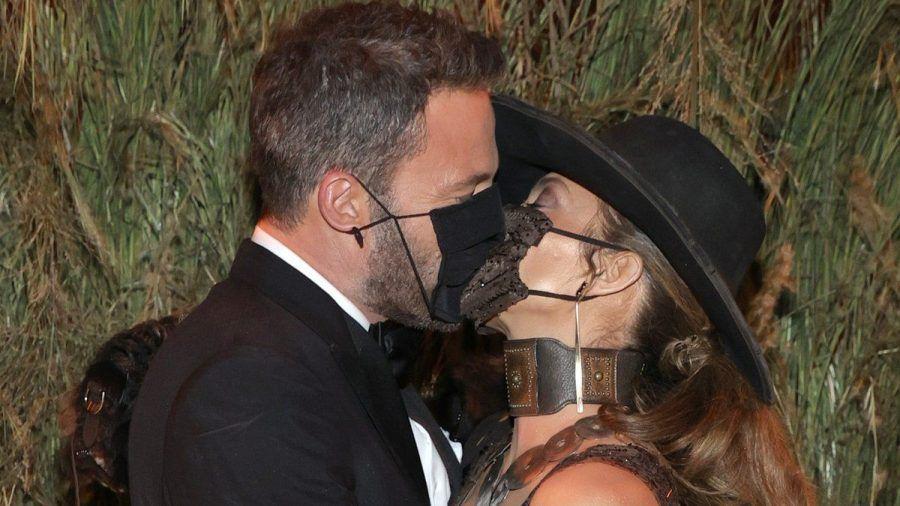 Ben Affleck und Jennifer Lopez machen aus ihrer Liebe kein Geheimnis. (jom/spot)