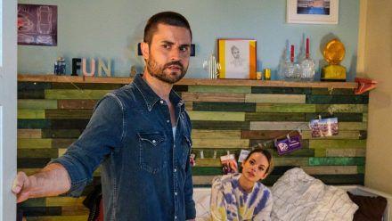 """""""Unter uns"""": Nika überrumpelt Paco mit einem betrunkenen Geständnis. (cg/spot)"""