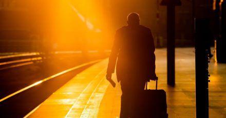 Wer mit dem Zug in den Urlaub reisen will, sollte seine Rechte während des Bahnstreiks kennen.