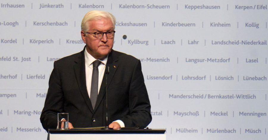 Bundespräsident Frank-Walter Steinmeier spricht beim Staatsakt des Landes Rheinland-Pfalz zum Gedenken der Opfer der Flutkatastrophe in der Ring-Arena am Nürburgring.