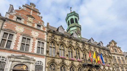 Das Rathaus von Mons (kms/spot)