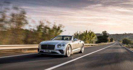 Britisch brausen: Sowohl das Coupé als auch das Cabrio (Bild) vom Continental GT baut Bentley auch als besonders leistungsstarkes Speed-Modell.