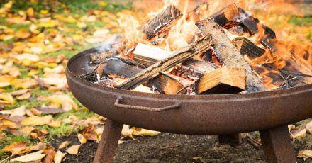 Hach wie gemütlich - und zum Glück brennt dieses Feuer in einer geeigneten Feuerschale.