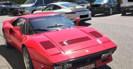 Dieses von der Polizei Düsseldorf zur Verfügung gestellte Foto zeigt einen Ferrari. Ein unbekannter Täter nutzte die Gelegenheit einer Probefahrt und entwendete am 13.Mai in Neuss Uedesheim einen seltenen und hochwertigen Ferrari GTO.
