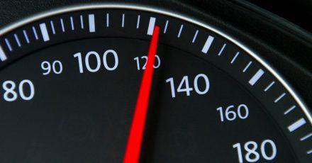 Tempolimit gilt nicht für mich: Wer die Bedeutung von Verkehrsschilder fehlinterpretiert, bekommt Probleme.