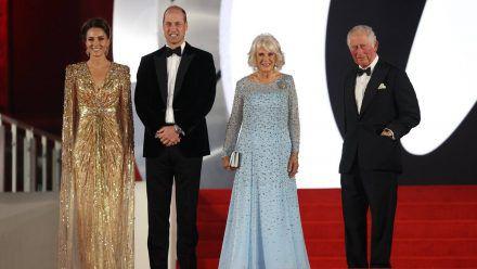 """Royale Gäste bei der """"Keine Zeit zu sterben""""-Weltpremiere (v.l.n.r.): Herzogin Kate, Prinz William, Herzogin Camilla und Prinz Charles. (wag/spot)"""