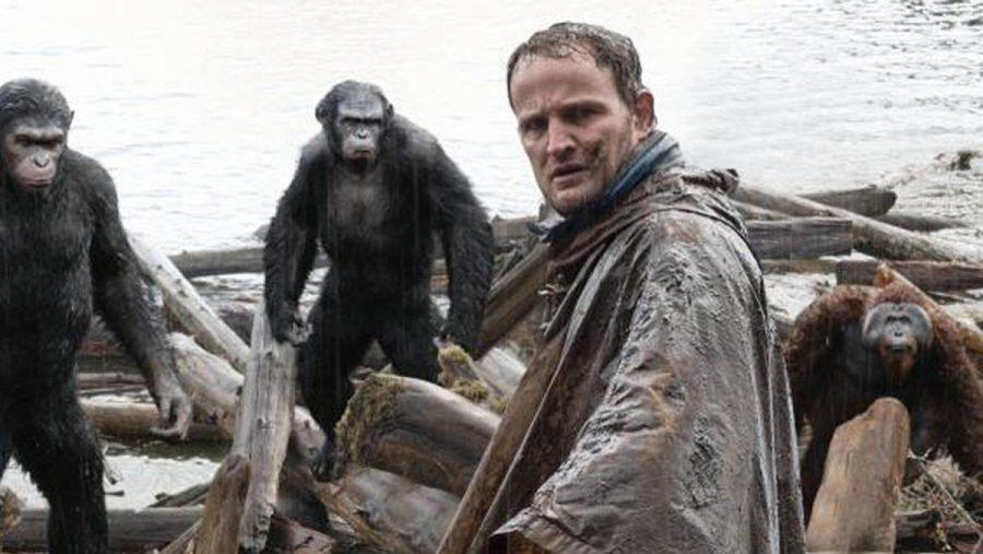 """Planet der Affen: Revolution"": Der Affe Koba (Toby Kebbell) traut dem Menschen Malcolm (Jason Clarke) nicht über den Weg. (cg/spot)"