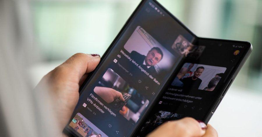 Aufgeklappt verwandelt sich das Samsung Galaxy Z Fold 3 in ein Tablet mit 7,6 Zoll großem Display.