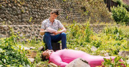 Dr. Philip Kraft (Thomas Clemens) hockt neben der Leiche - der ersten in der neuen «Soko Köln»-Staffel.