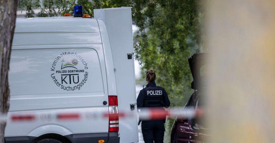 Einsatzkräfte der Mordkommission gehen in Hamm nach dem Fund einer Frauenleiche den Ermittlungen nach.