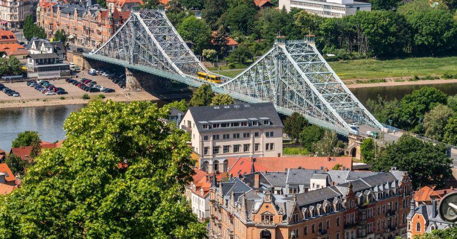 Koloss aus Stahl: Die Loschwitzer Brücke über die Elbe in Dresden ist auch als «Blaues Wunder» bekannt.