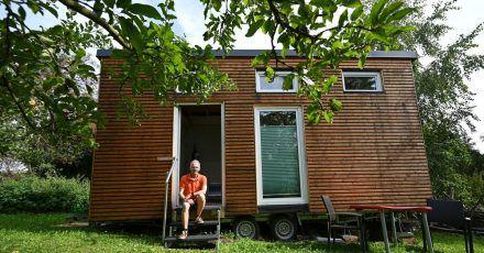 Tiny Houses sind kleine, zumeist transportable Häuser, die trotz geringer Grundfläche ihren Bewohnern alles bieten sollen, was sie zum Leben brauchen.