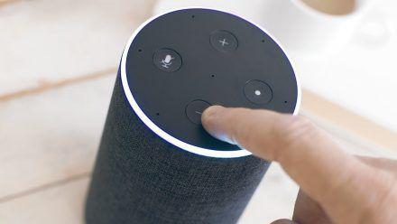 Bislang war Amazons Alexa vorrangig per Sprachsteuerung bedienbar. Das dürfte sich bald ändern. (elm/spot)