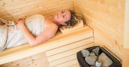 Mehr als nur Entspannung: Die Hitze in der Sauna trainiert den Körper und macht ihn anpassungsfähiger.