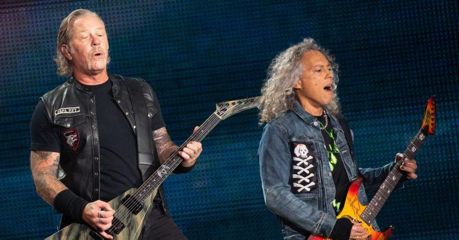 James Hetfield (l), Frontsänger der US-Metal-Band Metallica, und Kirk Hammett, Gitarrist, in München (2019).