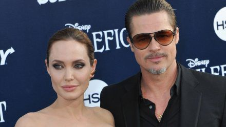 Angelina Jolie und Brad Pitt streiten um ihr früheres Liebesnest in Frankreich. (ili/spot)
