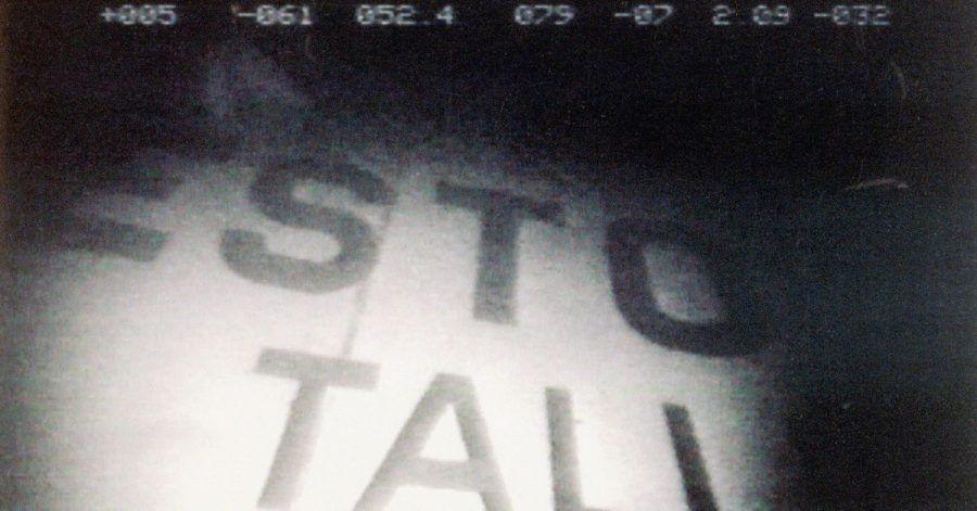 Ein Videostandbild zeigt den Schriftzug der 1994 gesunkenen Ostsee-Fähre «Estonia», die vor der Südküste Finnlands liegt.