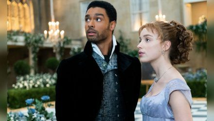 """Bridgerton"" thront einsam an der Spitze der Netflix-Charts. (mia/spot)"