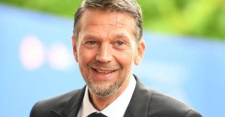 Der Schauspieler Kai Wiesinger kommt zur Verleihung des Bayerischen Fernsehpreises.