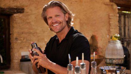 "Paul Janke steht in ""Bachelor in Paradise"" wieder hinter der Bar. (tae/spot)"