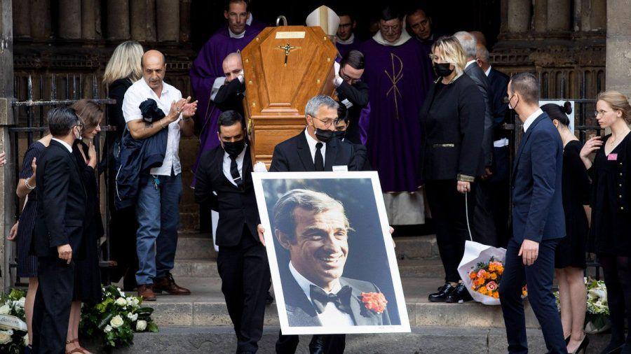Jean-Paul Belmondos Sarg wurde in seiner Heimatstadt Paris aufgebahrt. (stk/spot)